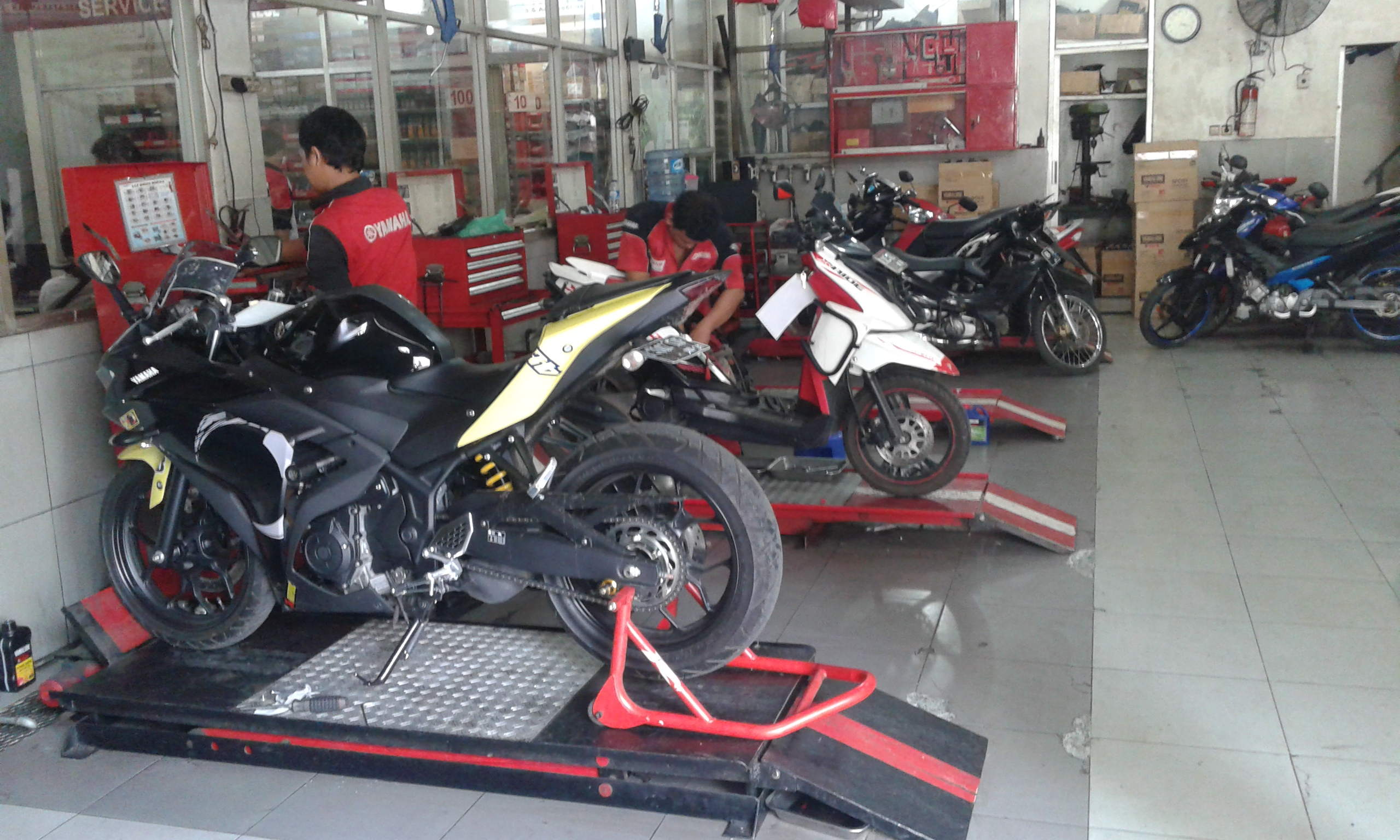 yamaha moped. yamaha mustika motor adalah dealer sekaligus bengkel resmi yamaha, dengan peralatan yang lengkap dan memiliki mekanik handal. moped